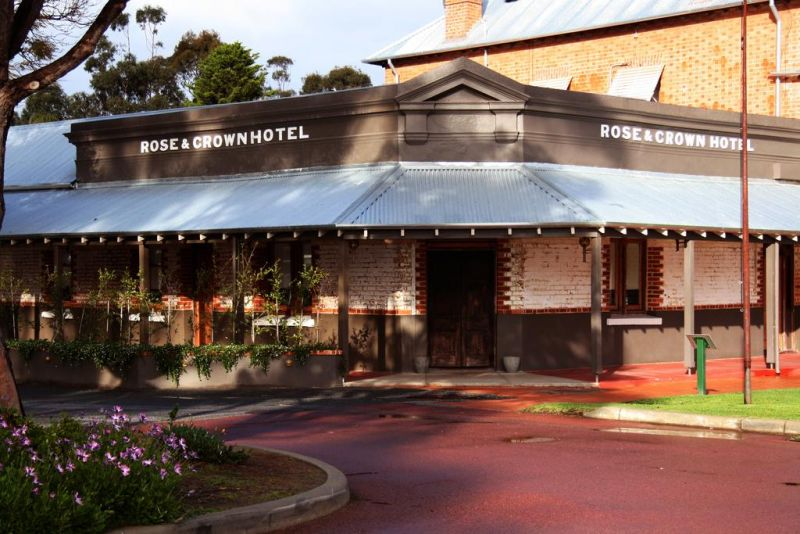 Rose And Crown Hotel - Mackay Tourism