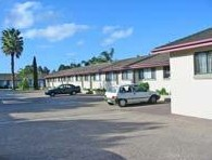Hanging Rock Family Motel - Mackay Tourism