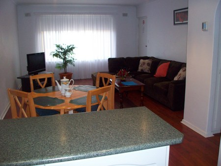 AA Madalena Court Holiday Apartments - Mackay Tourism