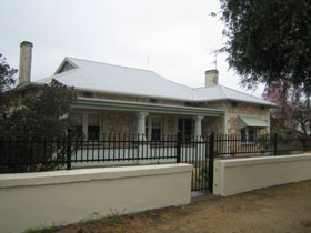 Naracoorte Cottages - MacDonnell House - Mackay Tourism