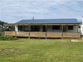 Surfin Sceales Beach House - Mackay Tourism