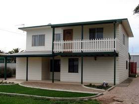 Louth Bay Holiday Apartment - Mackay Tourism
