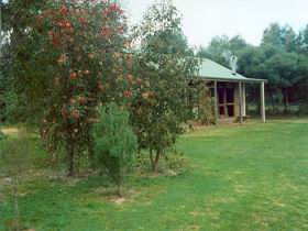 Murray's Country Cottages - Mackay Tourism