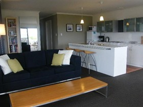 Coorong Waterfront Retreat - Mackay Tourism