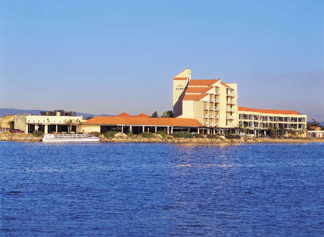 The Lakes Resort Hotel - Mackay Tourism