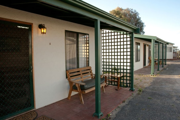 Moonta Bay Road Cabins and Cottages - Mackay Tourism