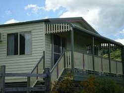 Halls Country Cottages - Mackay Tourism