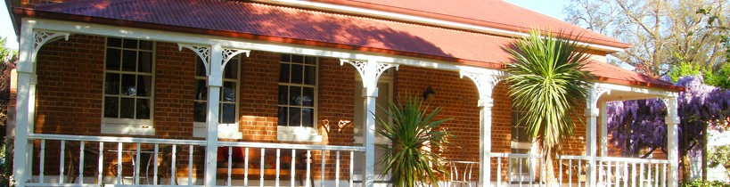 Araluen Old Courthouse Bed and Breakfast - Mackay Tourism