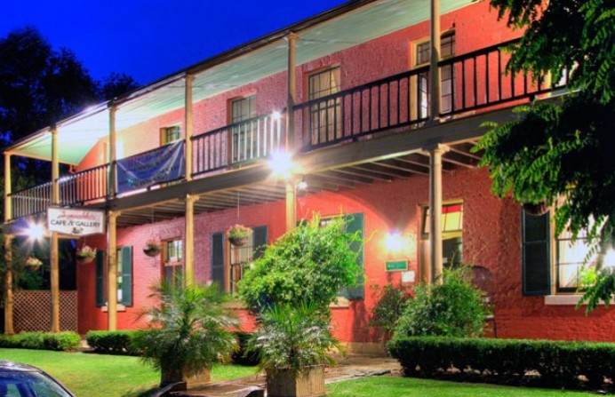 Anoushka's Boutique Bed and Breakfast - Mackay Tourism