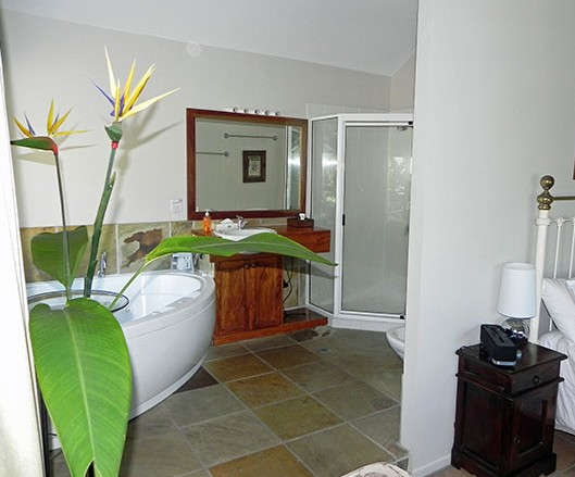 Airlie Waterfront Bed and Breakfast - Mackay Tourism