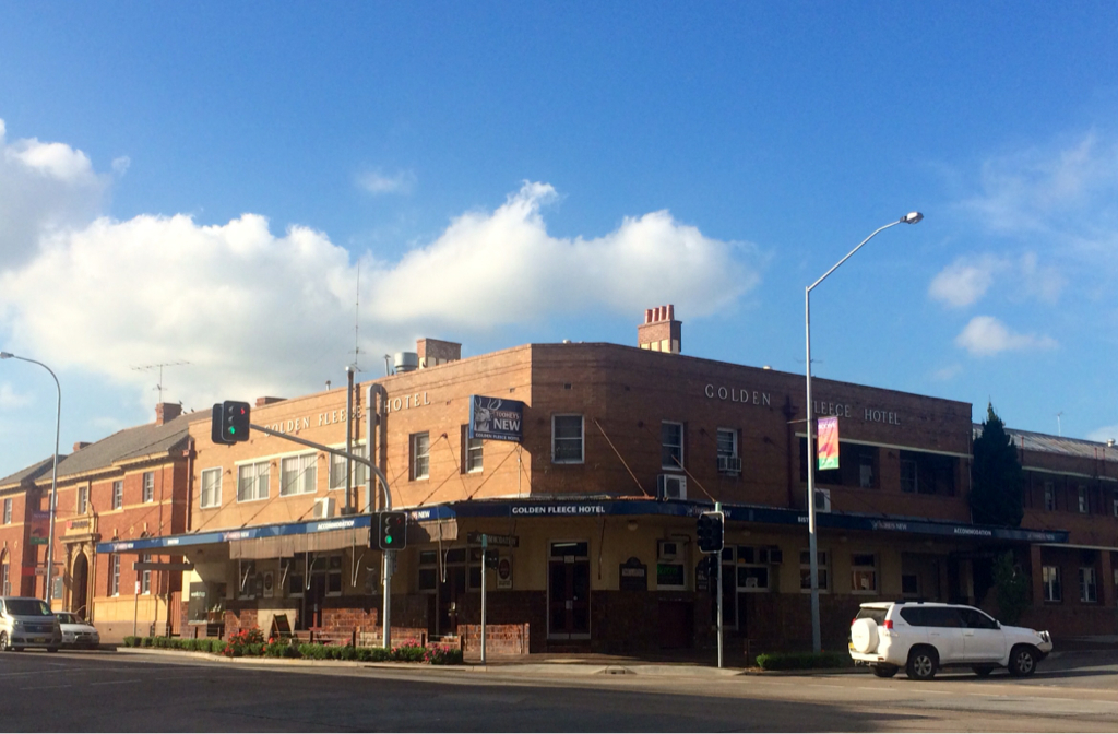 Golden Fleece Hotel - Mackay Tourism