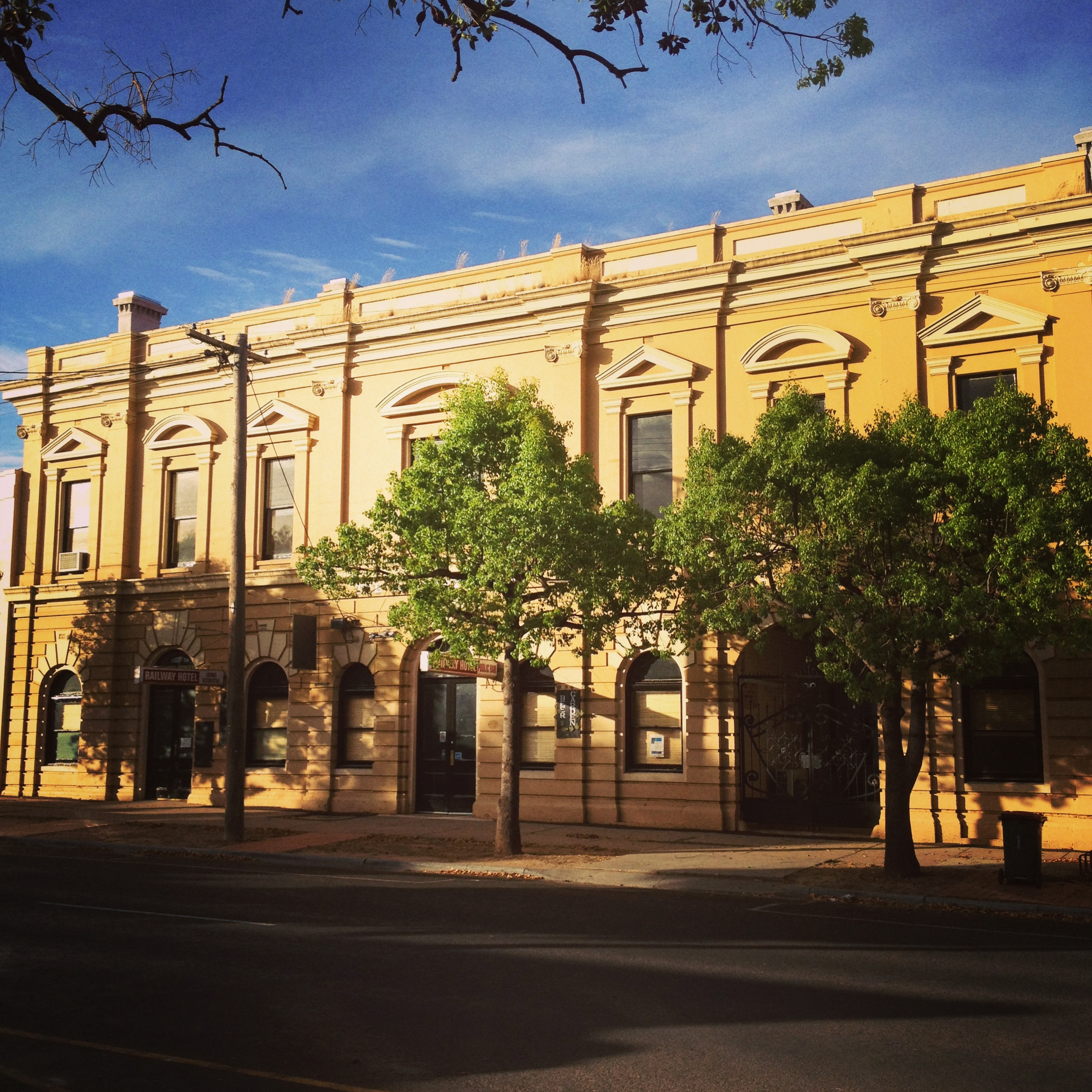 Railway Hotel Dunolly - Mackay Tourism