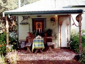Roo Lagoon Cottage - Mackay Tourism