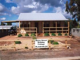 Cowell Barry Street Holiday Cottage - Mackay Tourism