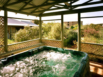 Rock of Ages Cottage BB - Mackay Tourism