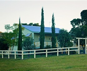 Milford Country Cottages - Mackay Tourism
