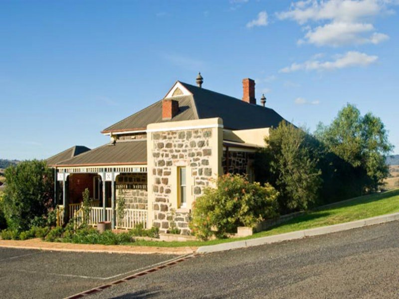 Hermitage Hill Resort - Mackay Tourism