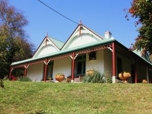 Ravenscroft and The Cottage - Mackay Tourism