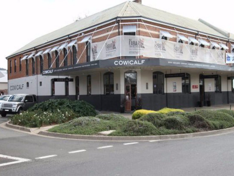 Cow and Calf Hotel - Mackay Tourism