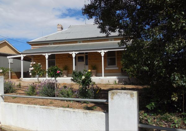 Book Keepers Cottage Waikerie - Mackay Tourism