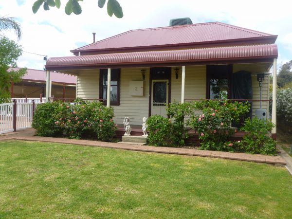 Country Cottages BB - Mackay Tourism