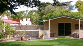 Shiralea Country Cottage - Mackay Tourism