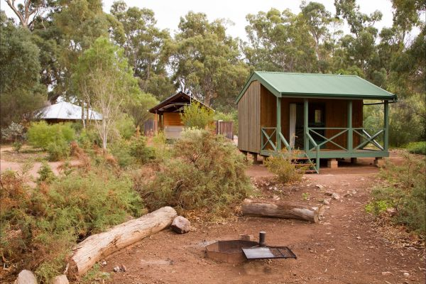Alligator Lodge - Mount Remarkable National Park - Mackay Tourism