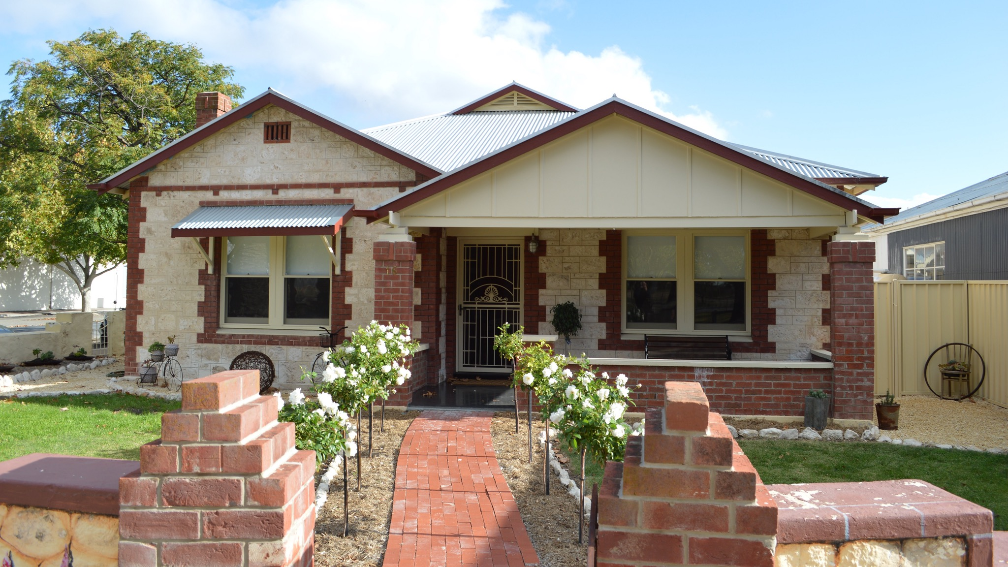 Two Cow Cottage Bed and Breakfast - Mackay Tourism