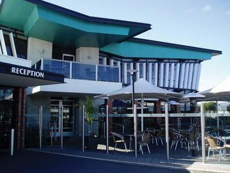 Highlander Hotel Bar Kitchen Rooftop - Mackay Tourism