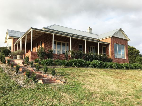Shearer's Hill - Luxury Farm Stay - Mackay Tourism