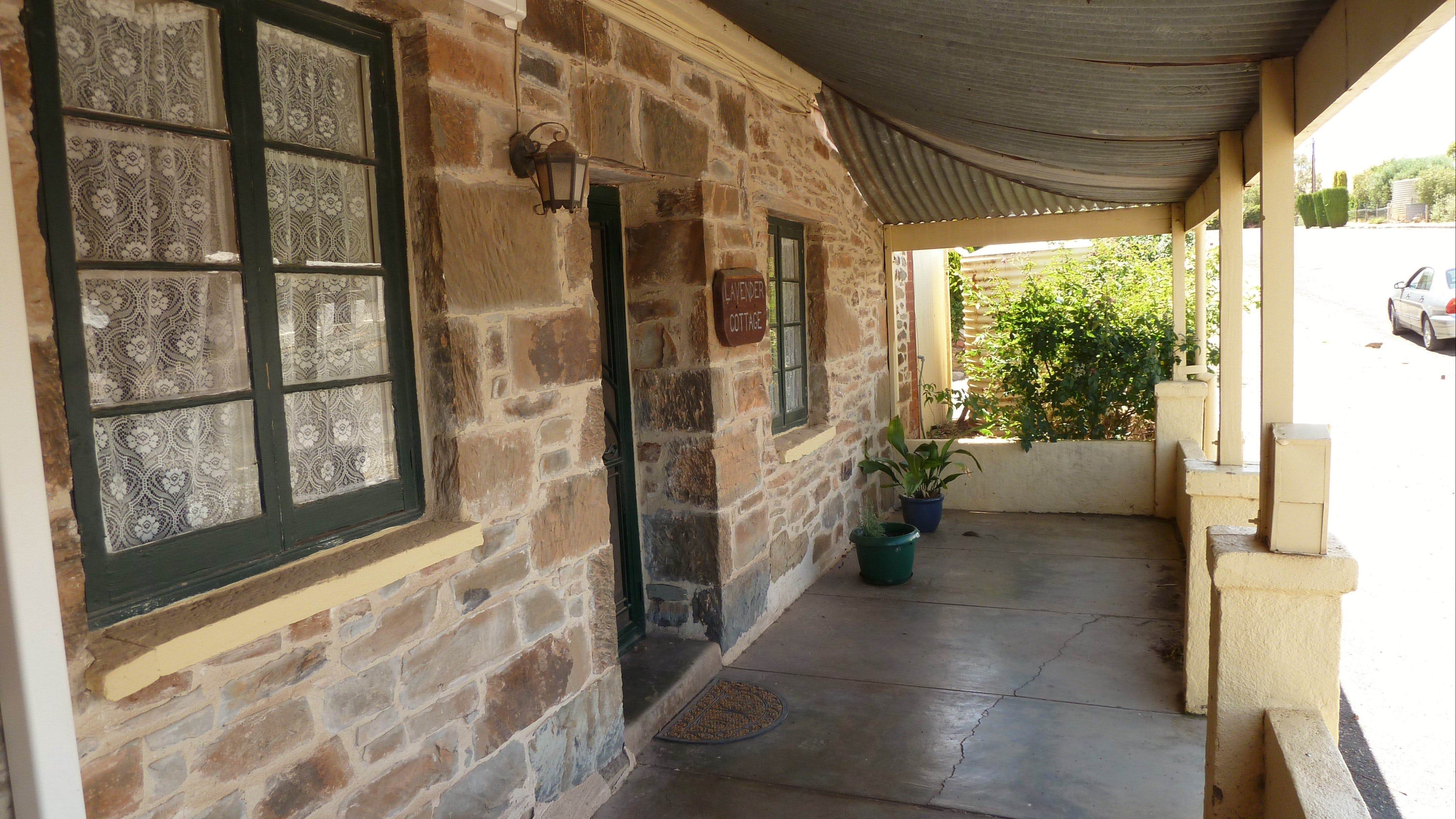 Lavender Cottage Bed And Breakfast Accommodation - Mackay Tourism