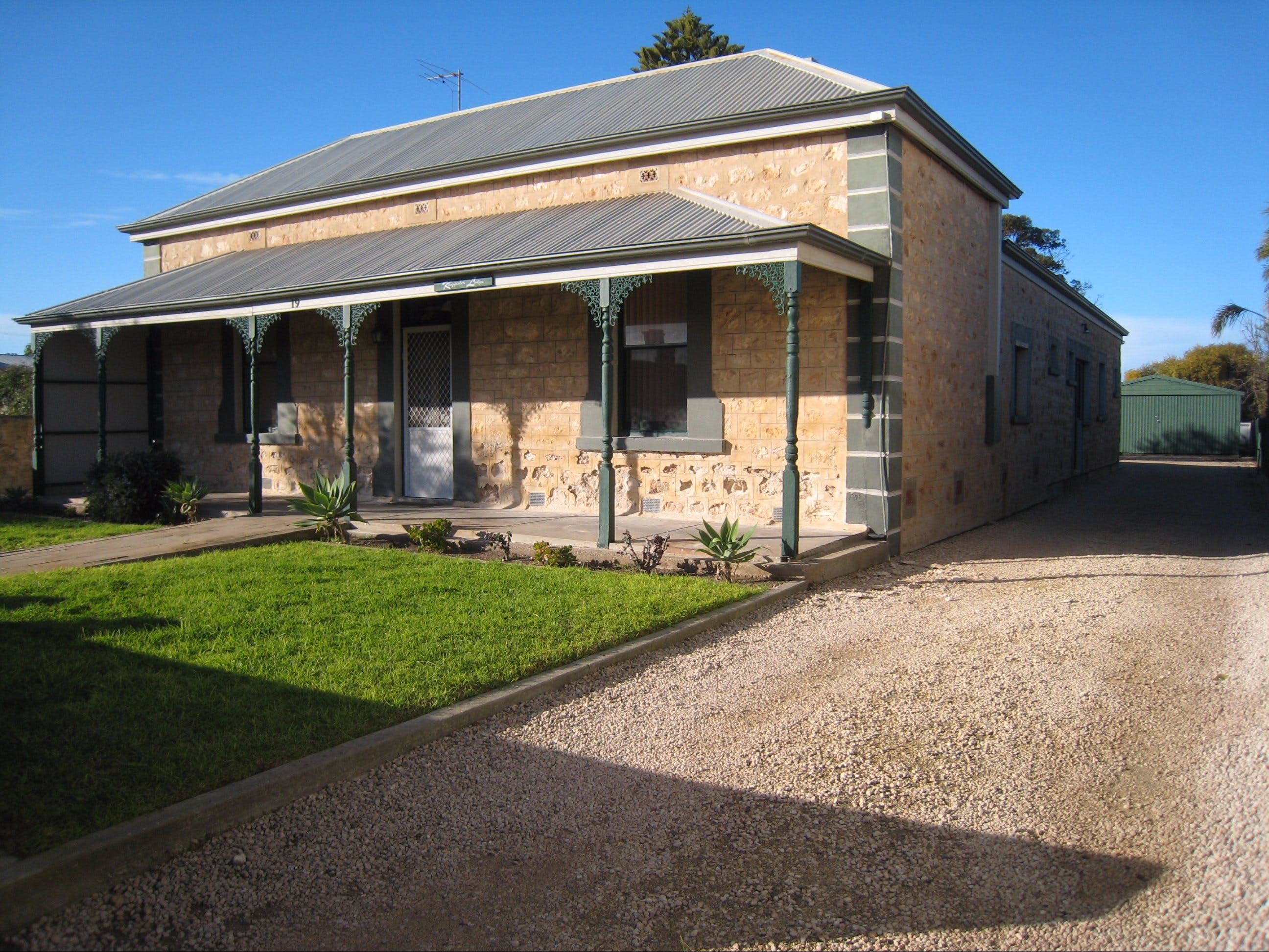 Kingfisher Lodge Edithburgh - Mackay Tourism