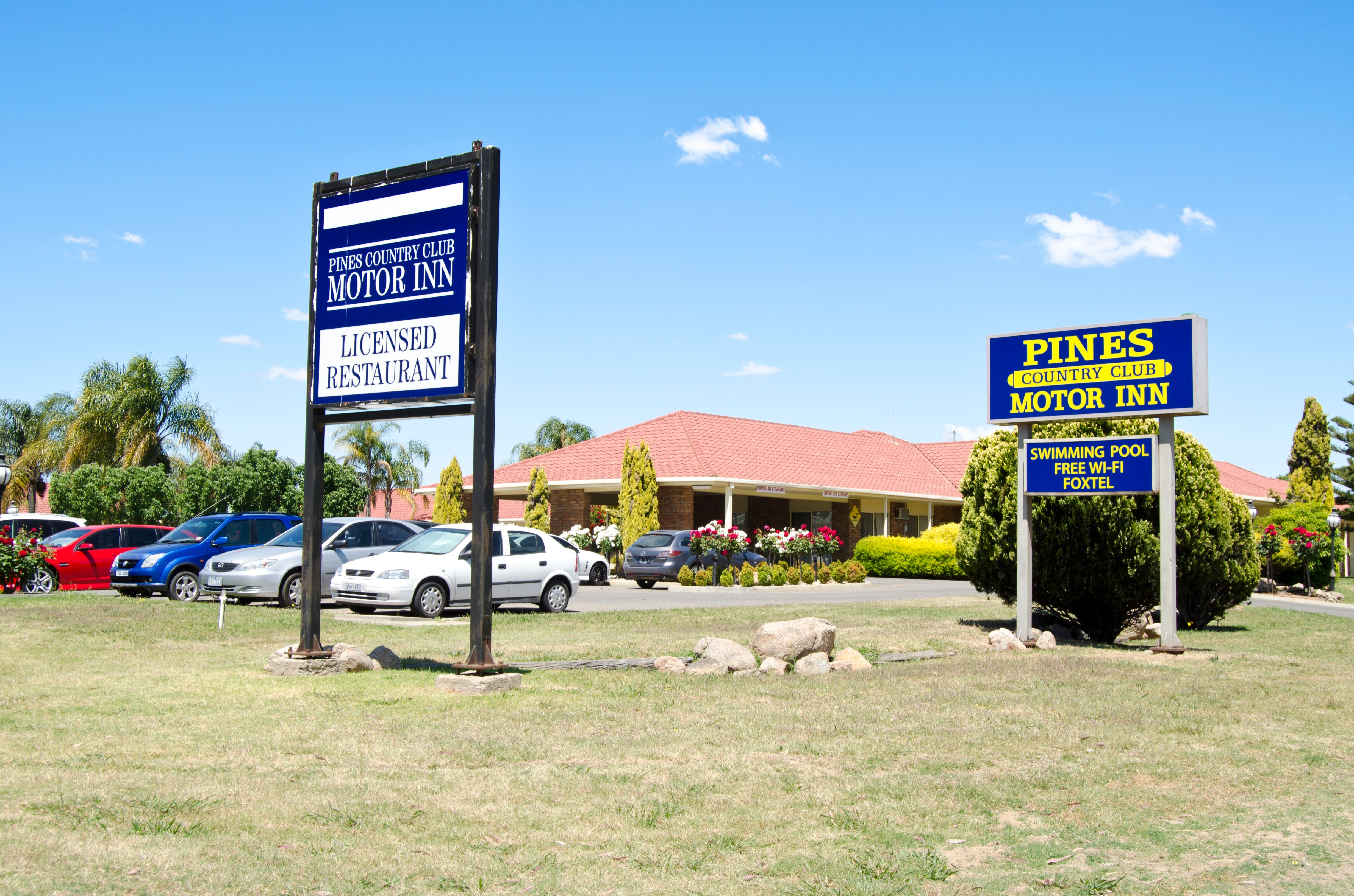 Pines Country Club Motor Inn - Mackay Tourism