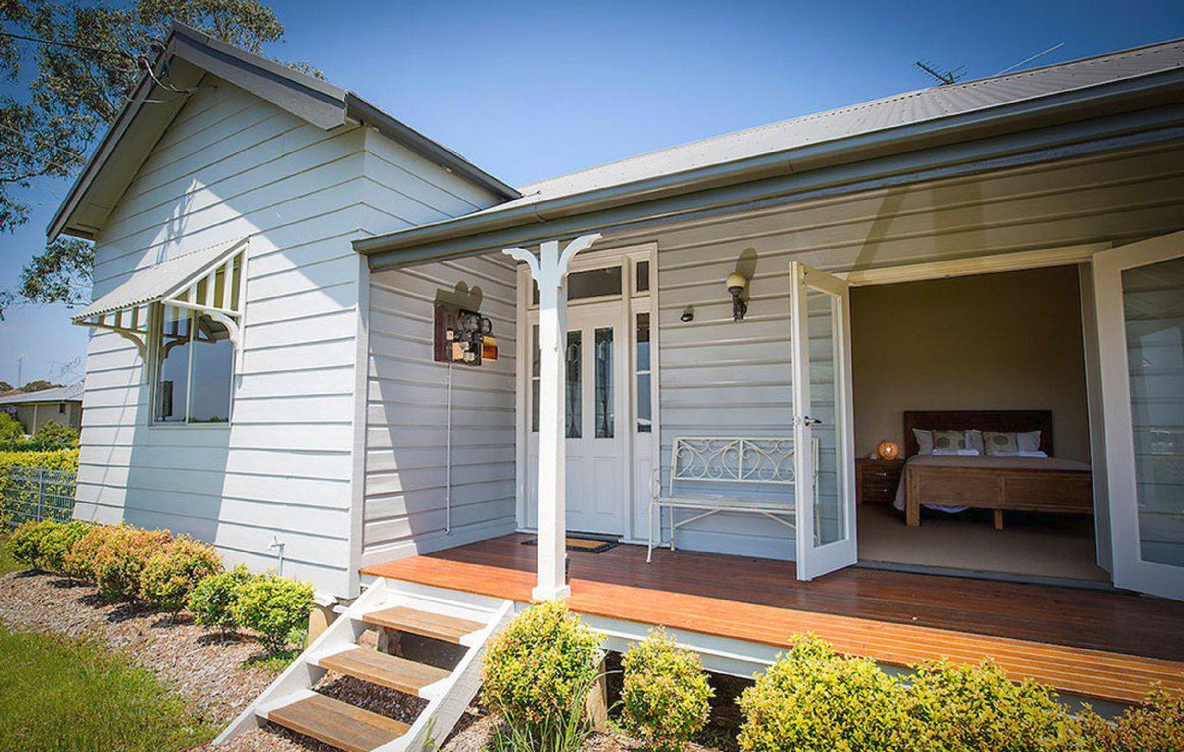 Wine Country Cottage - Mackay Tourism