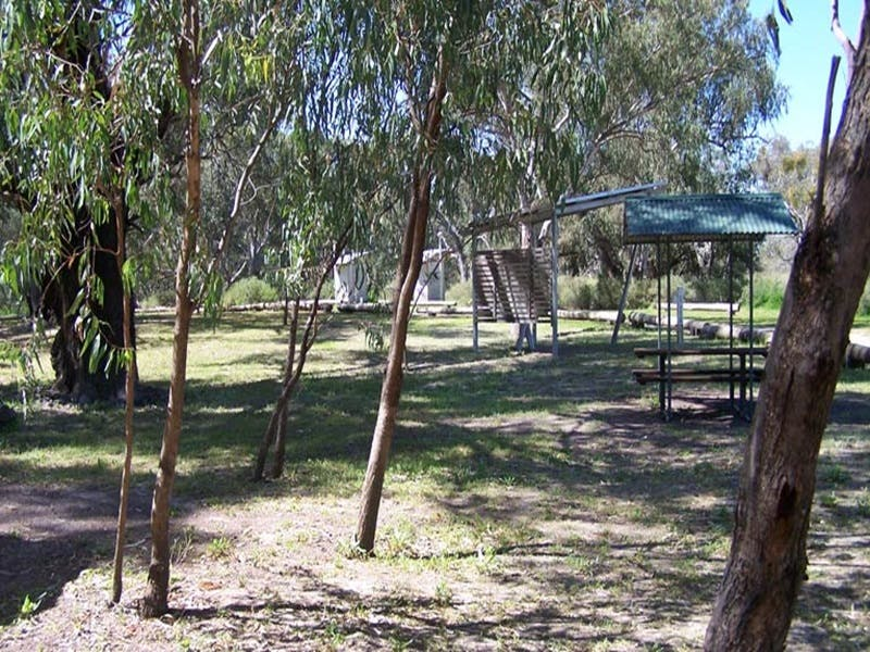 Coach and Horses campground - Mackay Tourism