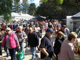 Stansbury Seaside Markets - Mackay Tourism