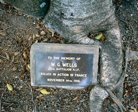 Eumundi War Memorial - Mackay Tourism