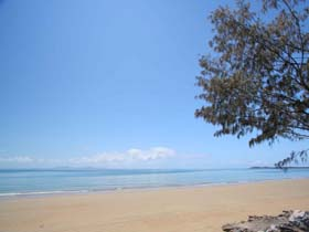 Blacks Beach - Mackay Tourism