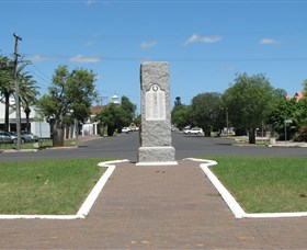 War Memorial and Heroes Avenue - Mackay Tourism