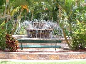 Bauer and Wiles Memorial Fountain - Mackay Tourism