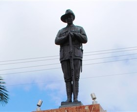 Charters Towers Memorial Cenotaph - Mackay Tourism