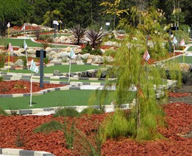 18 Hole Mini Golf - Club Husky - Mackay Tourism