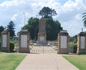 Warwick War Memorial and Gates - Mackay Tourism