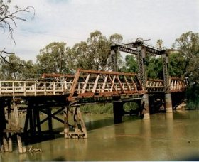 Swan Hill - Murray River Road Bridge - Mackay Tourism