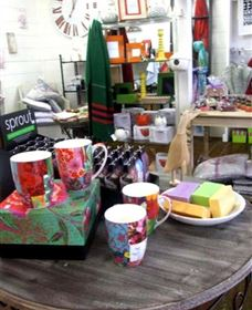 The Famous Tinonee Cafe and Gift Shop - Mackay Tourism