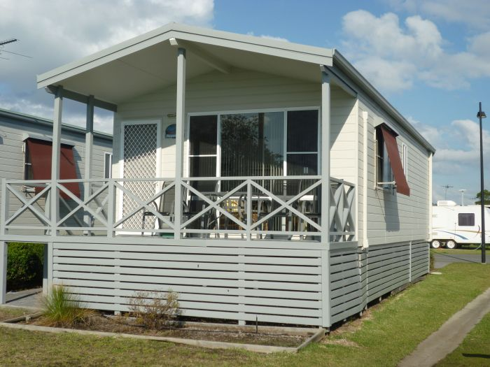Belmont Pines Lakeside Holiday Park - Mackay Tourism
