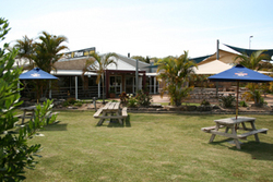 Moonee Beach Tavern - Mackay Tourism