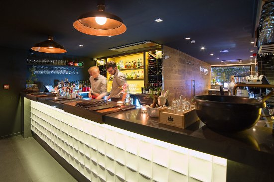 The Oakroom Kitchen and Bar - Mackay Tourism