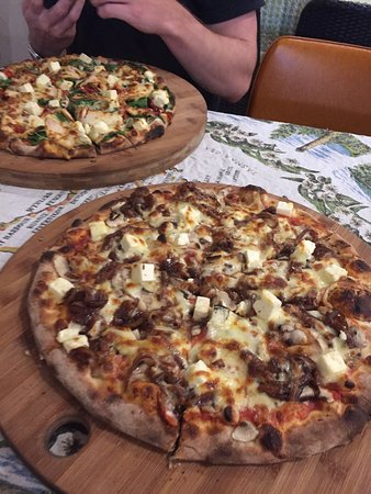 Earth Oven Wood Fired Pizza - Mackay Tourism