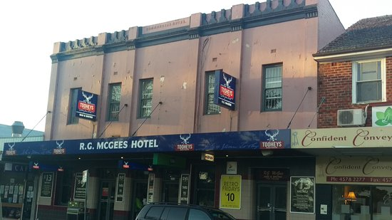 R. G. McGees Hotel - Mackay Tourism